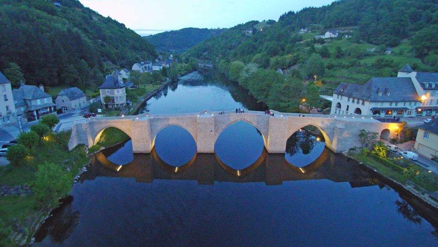 La Truyère et le pont, au crépuscule.