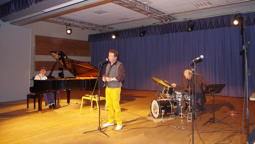 Les trois artistes sur scène.