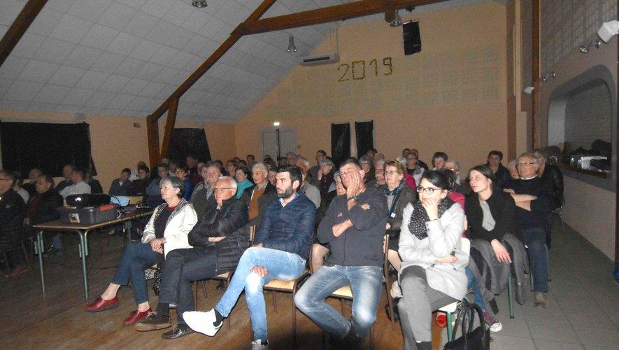 Le public à la projection de son film Aubrac des lumières,