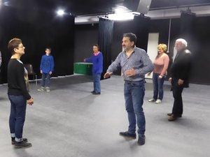 Les participants à cet atelier d'improvisation théâtrale en occitan avec Christian Andrieu.