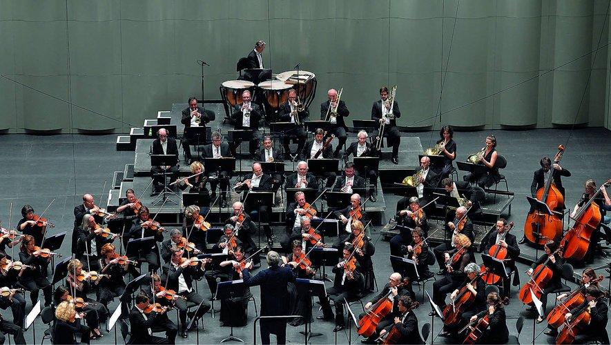 L'orchestre national de Montpellier, sous la direction de David Niemann.