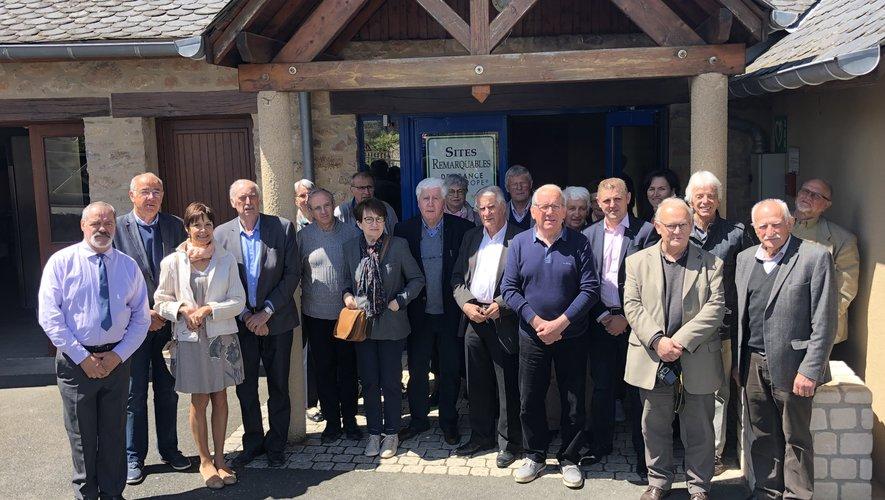 Autour de Claude Cayla (au centre), les participants à l'assemblée générale de l'association des sites remarquables.