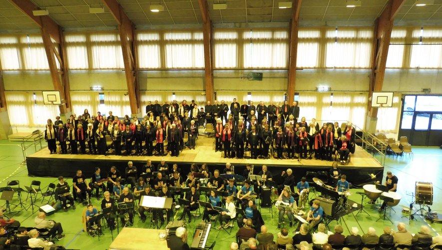 Près de 150 choristes et musiciens ont animé cette manifestation ;