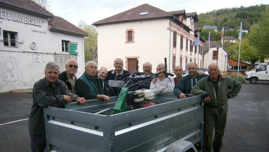 Une belle équipe au chevet des sentiers pédestres de la commune de Cransac.