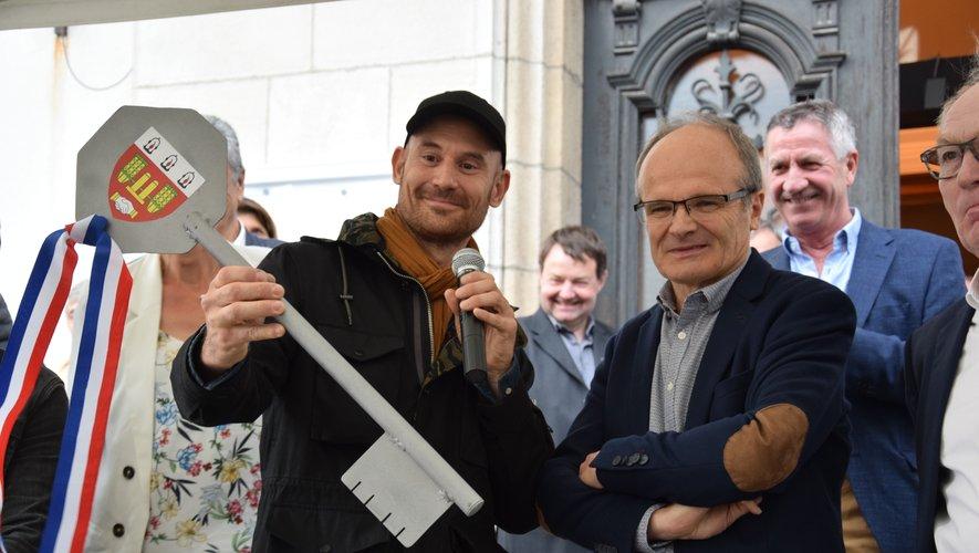 Lors de la cérémonie inaugurale, Jo Di Bona a reçu les clés de la ville.
