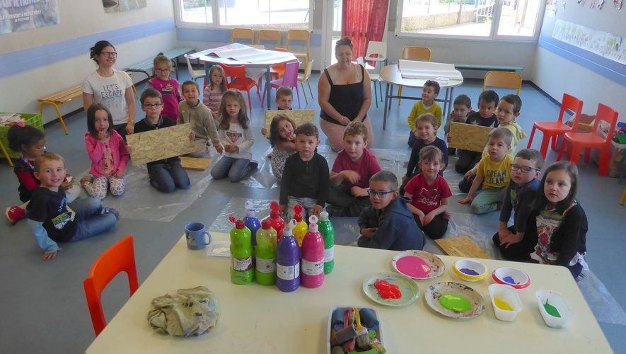 Les enfants encadrés par Vanessa et Aurélie lors de cet atelier.
