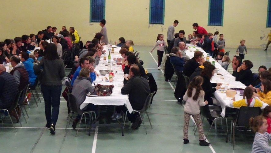 Le repas des familles façon auberge espagnole.