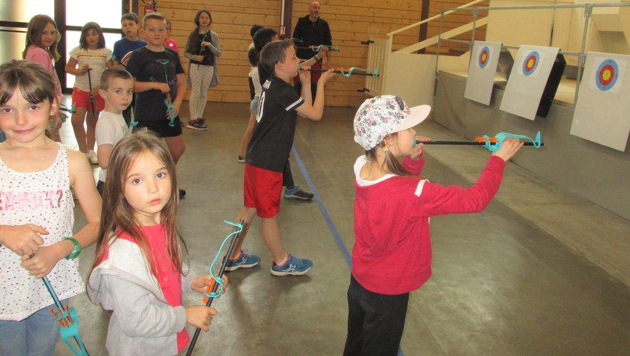 Les écoliers découvrent la sarbacane