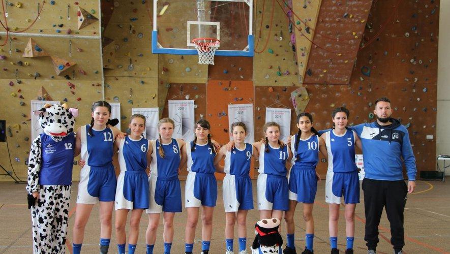 De gauche à droite : Lise Mary Vezinet, Justine Delmotte, Lison Thivenaz, Sarah Bou, Alix Galtier, Lisa Gineston, Hiba Chbab, Clémentine Combes.  Coach, Rudy Estival