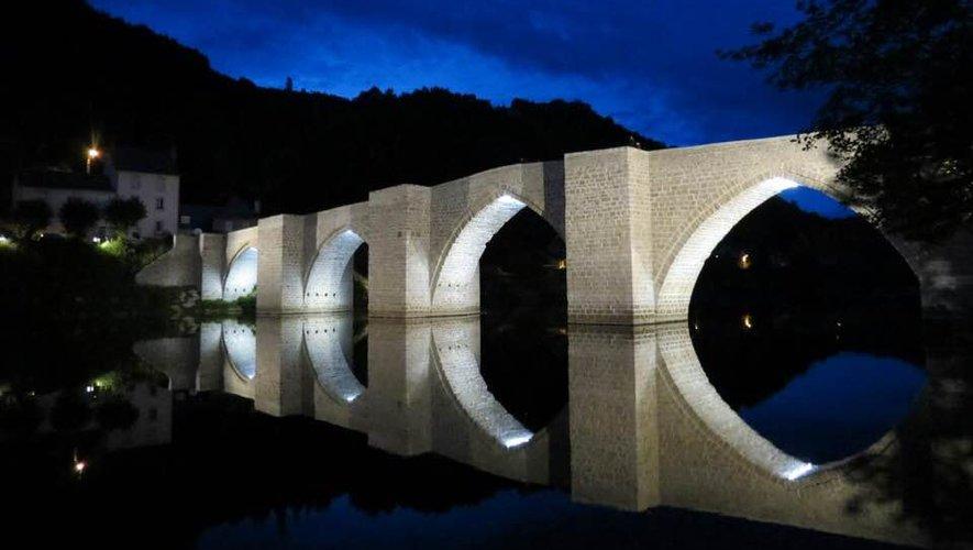 Le pont d'Entraygues, by night, s'est refait une beauté.