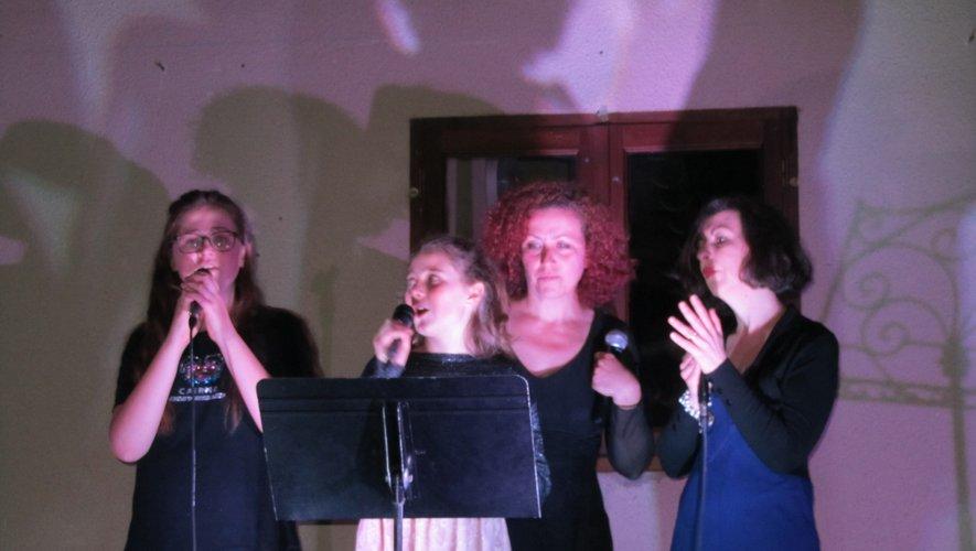 Groupe de chanteuses.