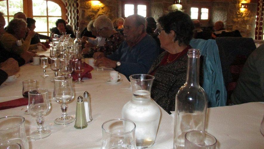 Un repas délicieux a été servi aux aînés à l'auberge de Parent.