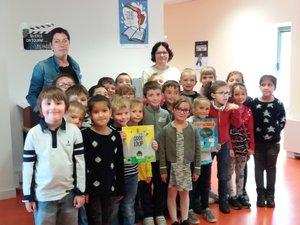Accompagnés par Marie et Myriam de la médiathèque, les enfants ont dû lire,se forger une opinion personnelle sur chacun des ouvrages lus, puis voter pour leur livre préféré.