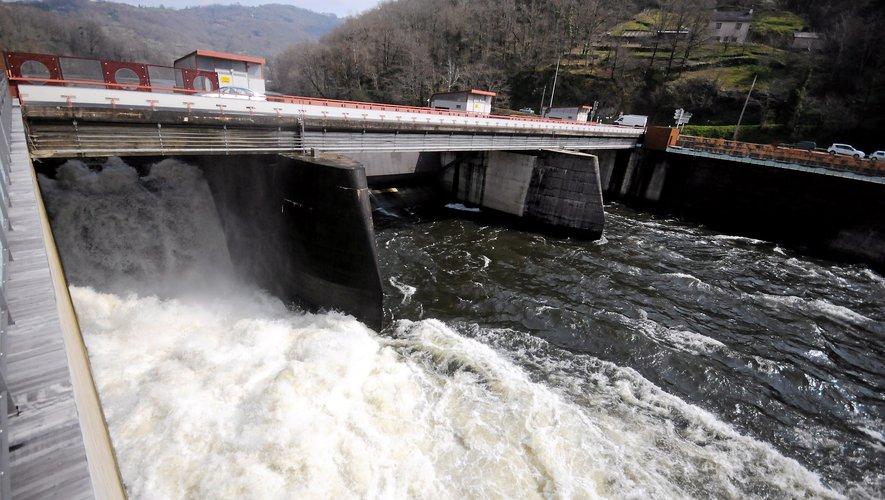 Les trois énergies renouvelables, bien présentes en Aveyron : l'hydraulique, suivi par l'éolien, puis le solaire (ici à Réquista) en troisième position. Ces trois productions cumulées font de l'Aveyron le premier département d'Occitanie dans ce domaine.