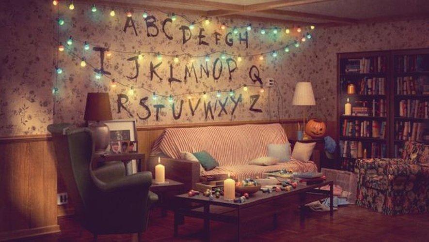 Le séjour de 'Stranger Things' reproduit avec du mobilier du catalogue IKEA.