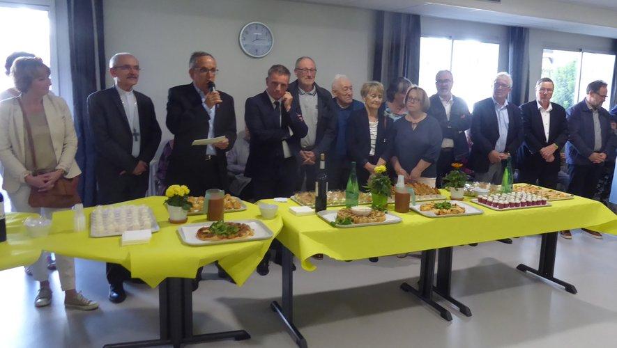 Le président de l'association Maison de retraite Sainte-Anne, Jean Sadoul, lors de son intervention, entouré de toutes les personnalités invitées.