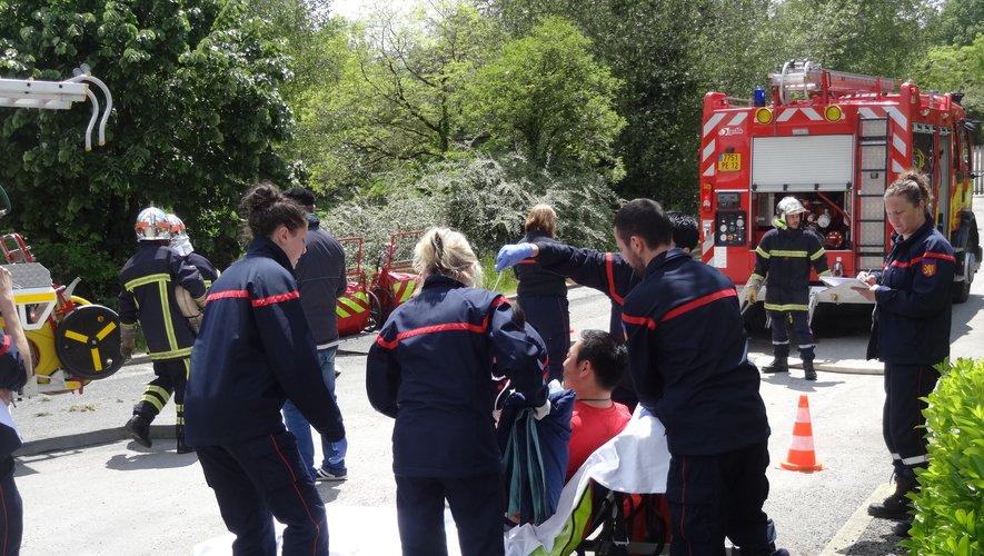 Les pompiers en manœuvre à l'école publique Pierre-Alechinsky.
