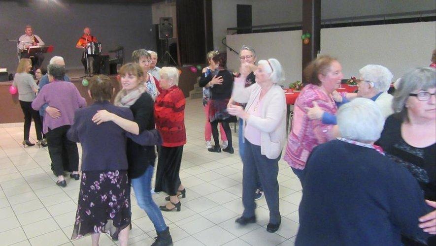 Mardi dernier, à la salle des fêtes, c'était thé dansant pour tous les aînés des Ehpad du Bassin.
