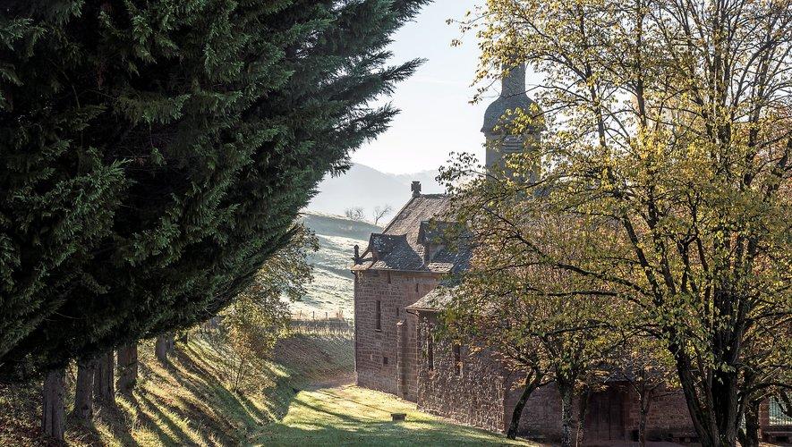 La chapelle dans son magnifique cadre champêtre.