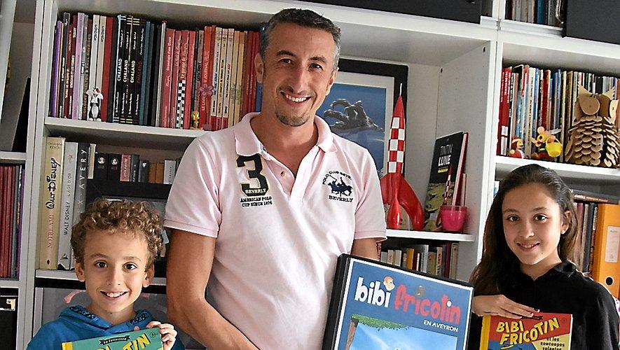 Philippe Laffitte avec ce qui sera très bientôt la BD finale intitulée « Bibi Fricotin  en Aveyron », entouré  de Ruben et d'Inès.