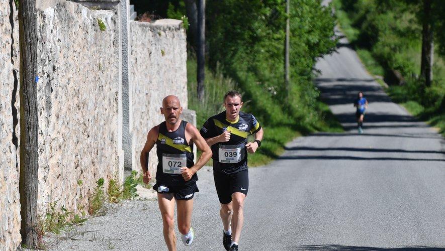 Benoît Dunet et Teddy Fualdès, les coureurs du Team Pif de Capdenac sont arrivés main dans la main hier à Lalo.