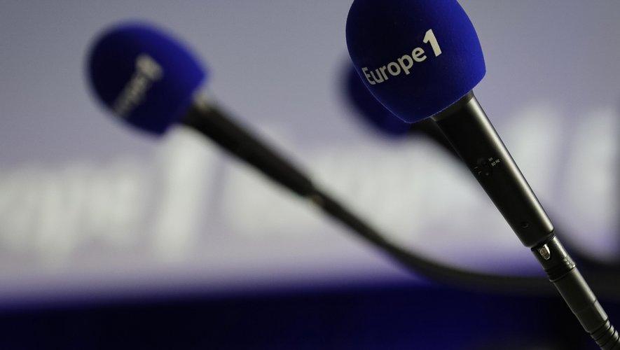 La part des invités politiques dans les émissions matinales des radios généralistes a nettement augmenté en dix ans.