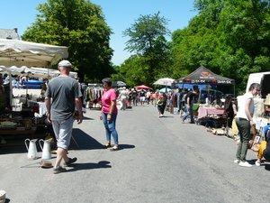 Les bonnes affaires étaient dans les rues d'Onet-Village