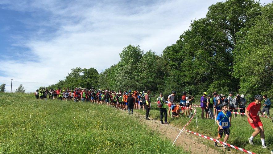 Durant les trois jours de compétition, les jeunes athlètes effectuent un parcours en itinérance de 21 km.