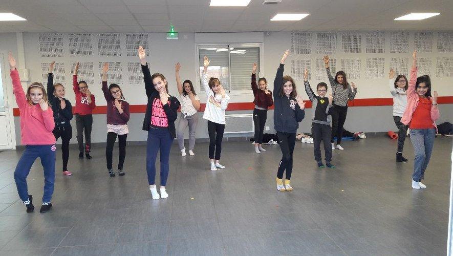 Pour que la danse soit entraînanteil faut beaucoup s'entraîner.