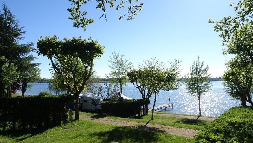 Chaque campeur peut bénéficier d'un panorama magnifique sur le lac.
