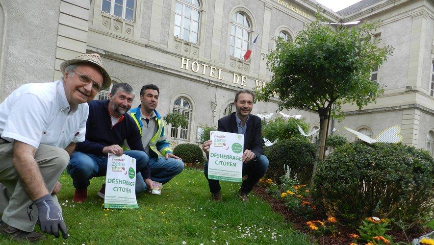Les élus et les services municipaux ont présenté l'opération dans les jardinsde l'hôtel de ville.