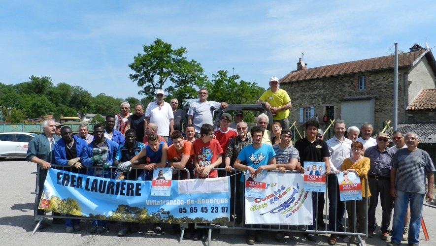 Les bénévoles des associations et les élèves de l'Erea de Laurière ont fait une pause pour la photo lors de ces deux jours de travail.