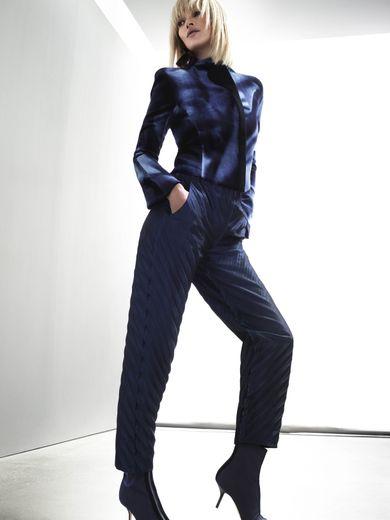 Kate Moss prête ses traits à la campagne automne-hiver 2019-2020 de Giorgio Armani.