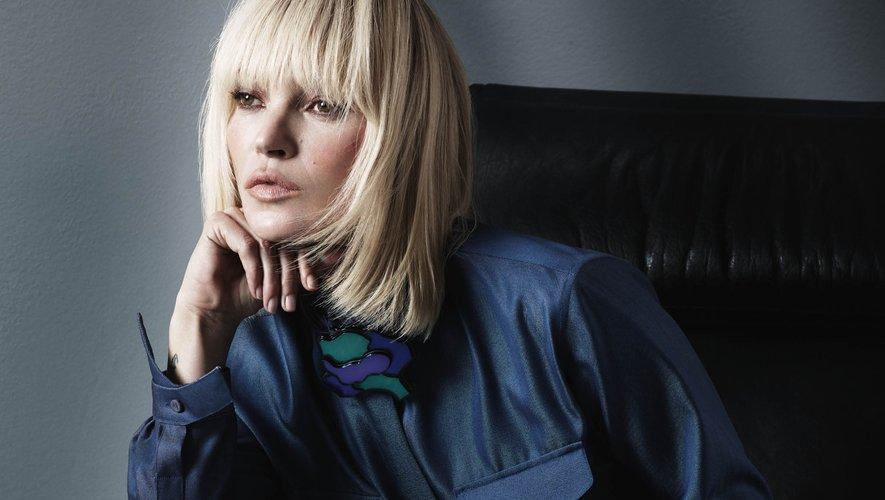 Kate Moss a été photographiée par le duo Mert Alas et Marcus Piggott pour la nouvelle campagne de Giorgio Armani.
