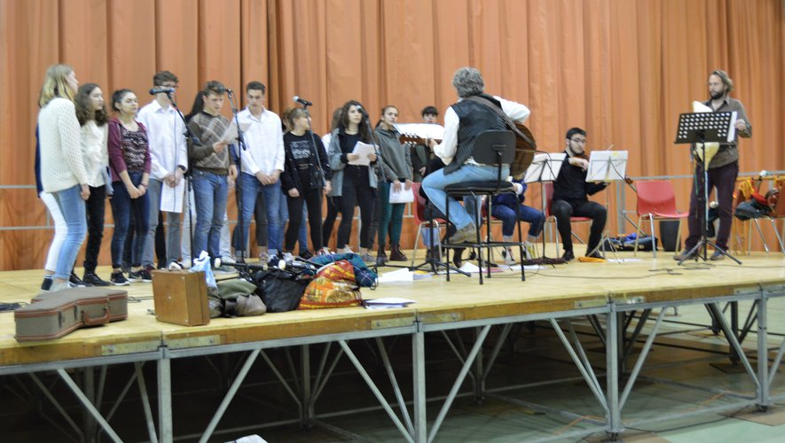 Ils ont la passion du chantet de la musique.