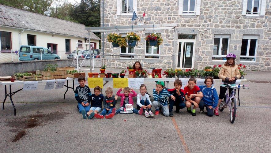 Les enfants sont fin prêts pour le marché.