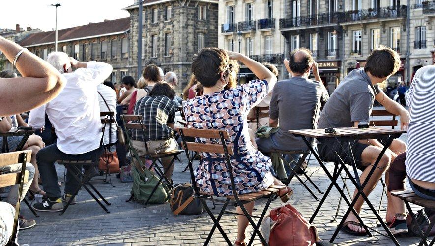 Le spectacle « Cinérama », défini comme un « thriller du quotidien » où les passants deviennent comédiens dans l'espace public.