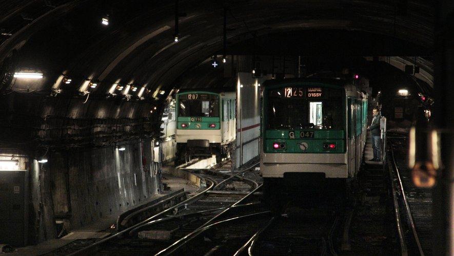 Un dispositif de traitement de l'air du métro permettant de filtrer les particules fines dans une station du métro parisien a été mis en place vendredi pour une expérimentation de six mois