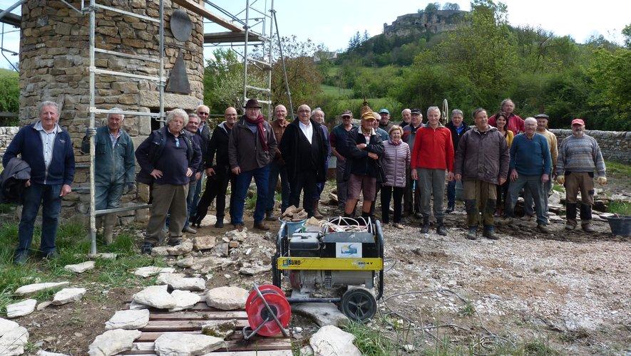 Le maire a rendu visite aux bâtisseurs pour apprécier l'évolution de ce chantier pas comme les autres.