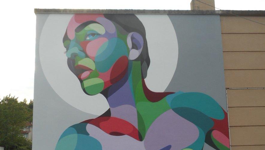 Le graphisme original de Stéphane Opéra, près de l'école Jean Macé, avenue Jean Moulin.