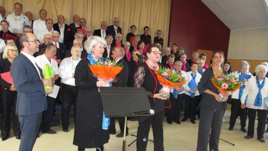 Les 3 chefs de chœur ont été félicitées à la fin du concert.