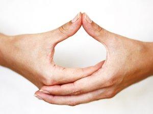 Le yoga des mains, à découvrir bientôt en ville.