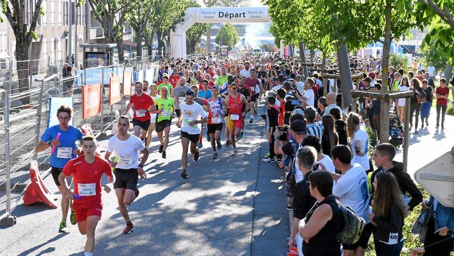 Une vraie fête populaire a conquis la foule venue encourager samedi soir plus d'un millier de concurrents répartis en 177 équipes pour une course au coeur de Rodez.