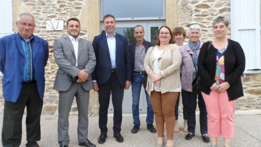 La sous-préfète et le conseiller régional d'Occitanieont réponduà l'invitation du maire du villageJean-Marc Fabre.