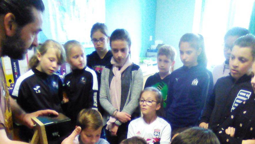 Les enfants ont imaginé des actions pour porter secours à la planète.