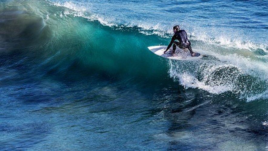 Le surf, à découvrir avec l'espace jeunes.
