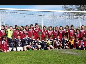 L'école de foot, garçons et filles de la Jeunesse sportive Lévezou.