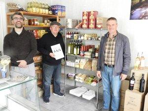 Laurent avec Régis et le maire Marc Frayssinet.
