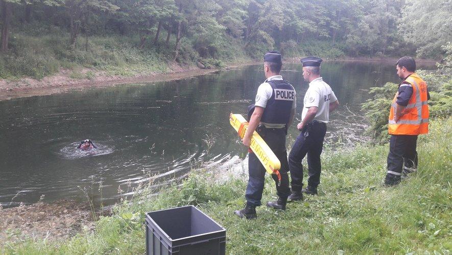 Comment le monospace a pu se retrouver dans l'étang ? Les gendarmes enquêtent.