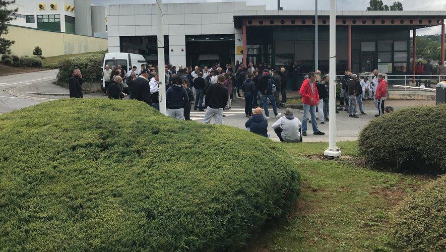 Plusieurs dizaines de salariés, répondant à l'appel de la CGT, avaient bloqué en début d'après-midi l'entrée principale du site de l'usine Bosch.
